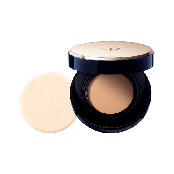 A magnified image of the texture of the Radiant Cream to Powder Foundation SPF 24, DEEP OCHRE