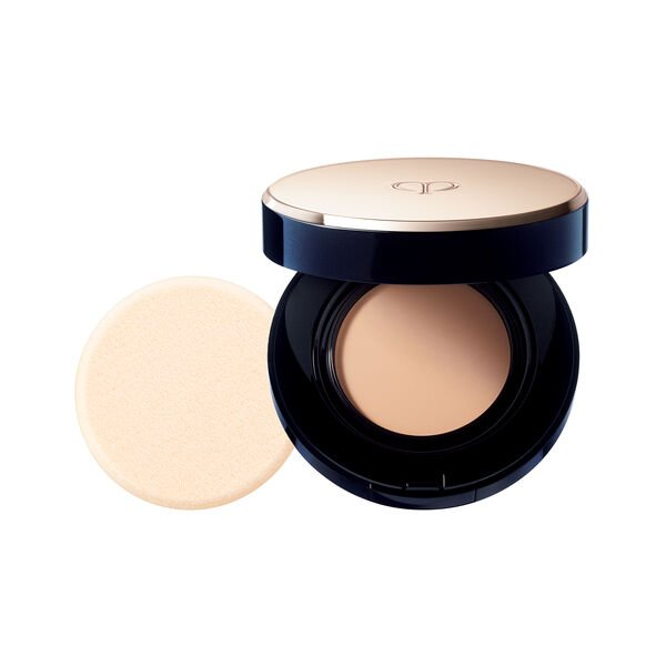 A magnified image of the texture of the Radiant Cream to Powder Foundation SPF 24, VERY LIGHT BEIGE