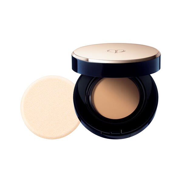 A magnified image of the texture of the Radiant Cream to Powder Foundation SPF 24, VERY DEEP OCHRE