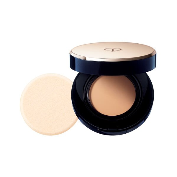 A magnified image of the texture of the Radiant Cream to Powder Foundation SPF 24, MEDIUM BEIGE