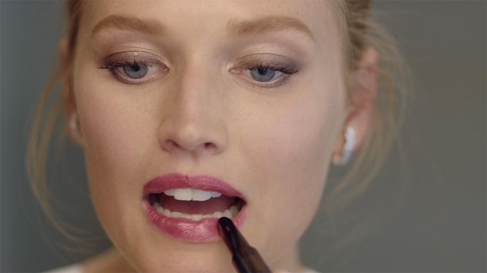 Balanced Drama Makeup with Toni Garrn