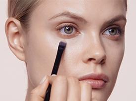 如何使用遮瑕膏 - 步骤和视频 | Clé de Peau Beauté