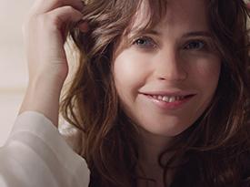 与Felicity Jones一同体验Firming Serum Supreme | Clé de Peau Beauté