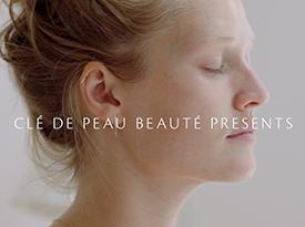 与Toni Garrn一同光彩四射地开启每一天 | Clé de Peau Beauté