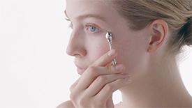 如何重塑眼部轮廓 - Enhancing Eye Contour Cream Supreme | Clé de Peau Beauté