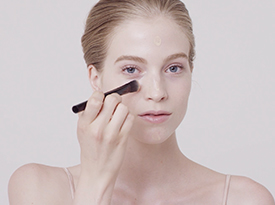 Dewy Cover with Foundation Brush | Clé de Peau Beauté
