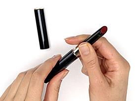 如何为enriched lip luminizer更换替换装。   Clé de Peau Beauté