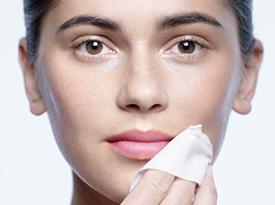 Eye and Lip Makeup Remover Towelettes教程 | Clé de Peau Beauté